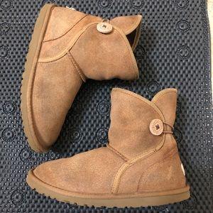 UGG- K Leona boots Size 4 ( Big girl)